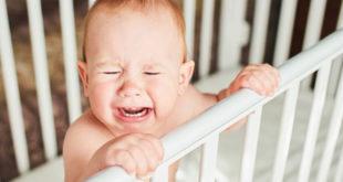 I disturbi del sonno più comuni nei neonati e come comportarsi
