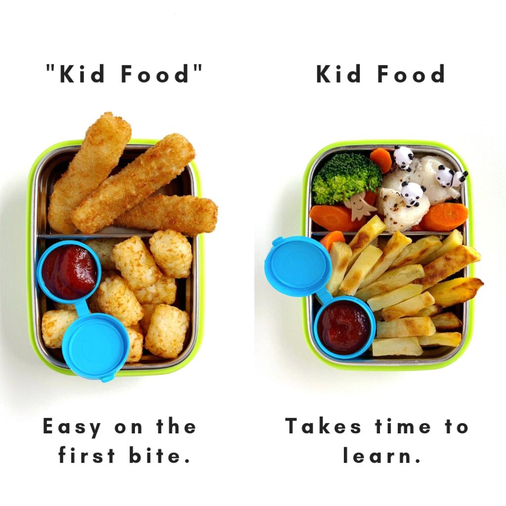 immagine condivisa con bastoncini di pesce e tater a sinistra - un pasto che deve essere mangiato dai bambini piccoli e patatine fritte a casa con verdure arrostite sulla destra - un pasto che i bambini impareranno a mangiare