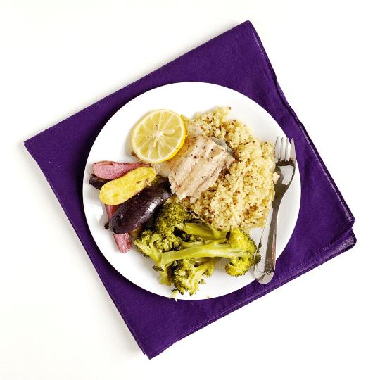 Densità nutrizionali Cena per pesce al forno, quinoa, patate e broccoli