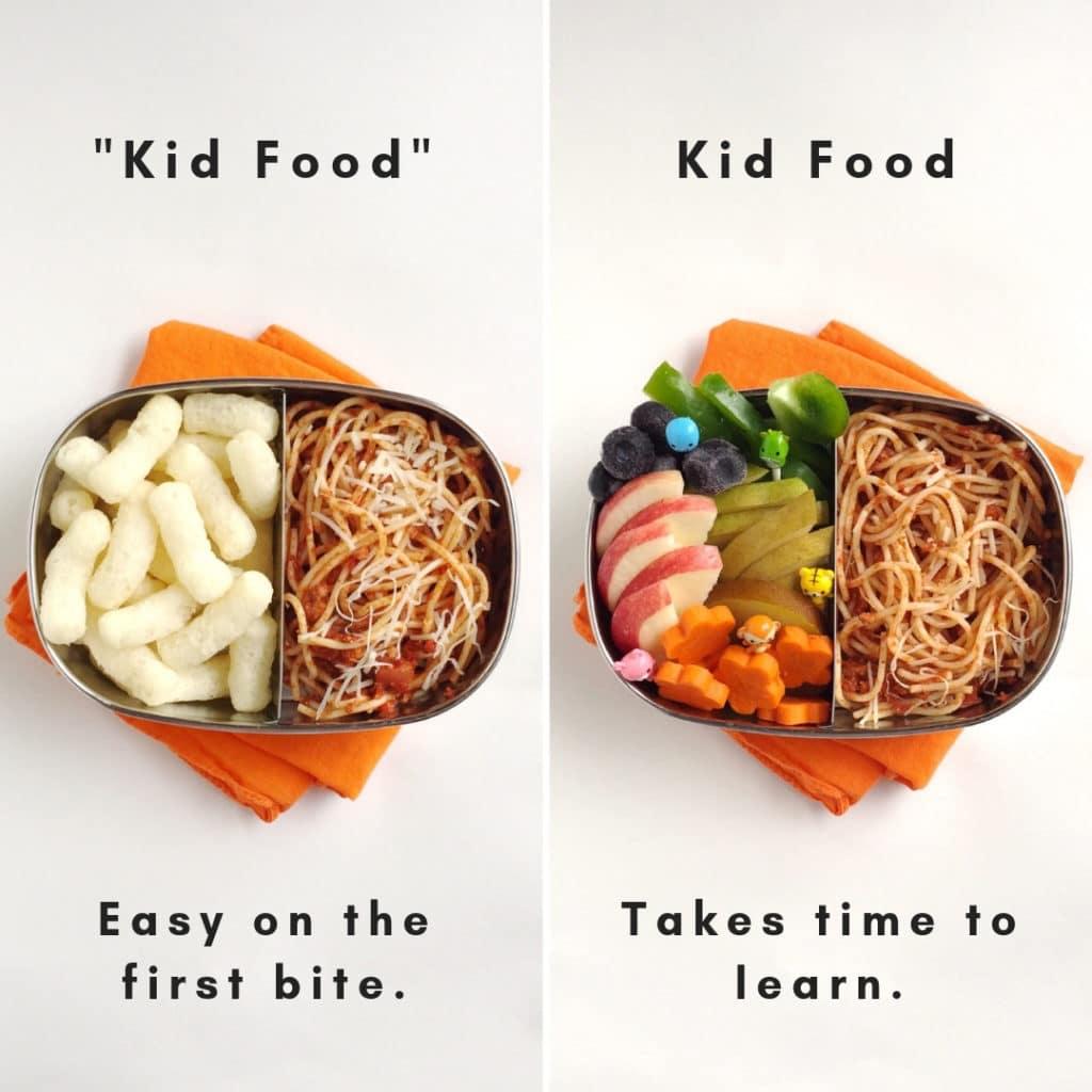 L'immagine divisa che mostra ciò che un bambino esigente può nutrire: a sinistra c'è uno spuntino soffiato accanto agli spaghetti, a destra un arcobaleno di frutta e vegano accanto agli spaghetti.